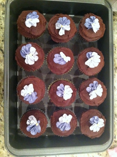 If Martha Stewart can make buttercream flowers, I'll be damned to say I can't.
